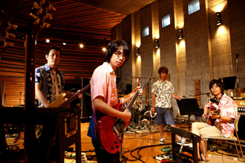 ASIAN KUNG-FU GENERATION_02.jpg